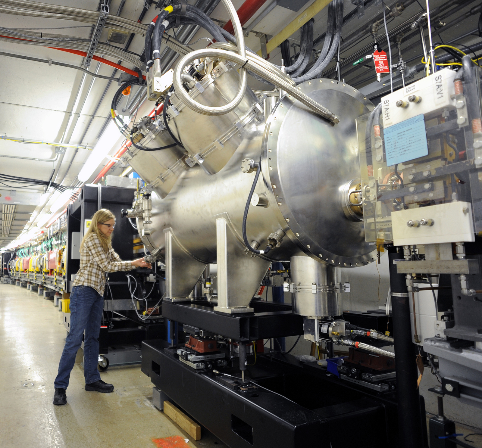 The SCU installed at the straight section of Sector 6 of the Advanced Photon Source at Argonne National Laboratory. To view a larger version of the photo, click on it. Photo courtesy Argonne National Laboratory.
