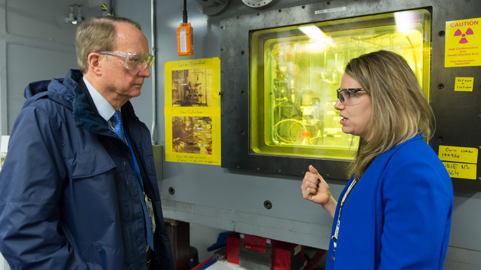 Argonne chemist Amanda Youker discusses the molybdenum-99 program, which supports nonproliferation goals, with Administrator Frank Klotz of the National Nuclear Security Administration.