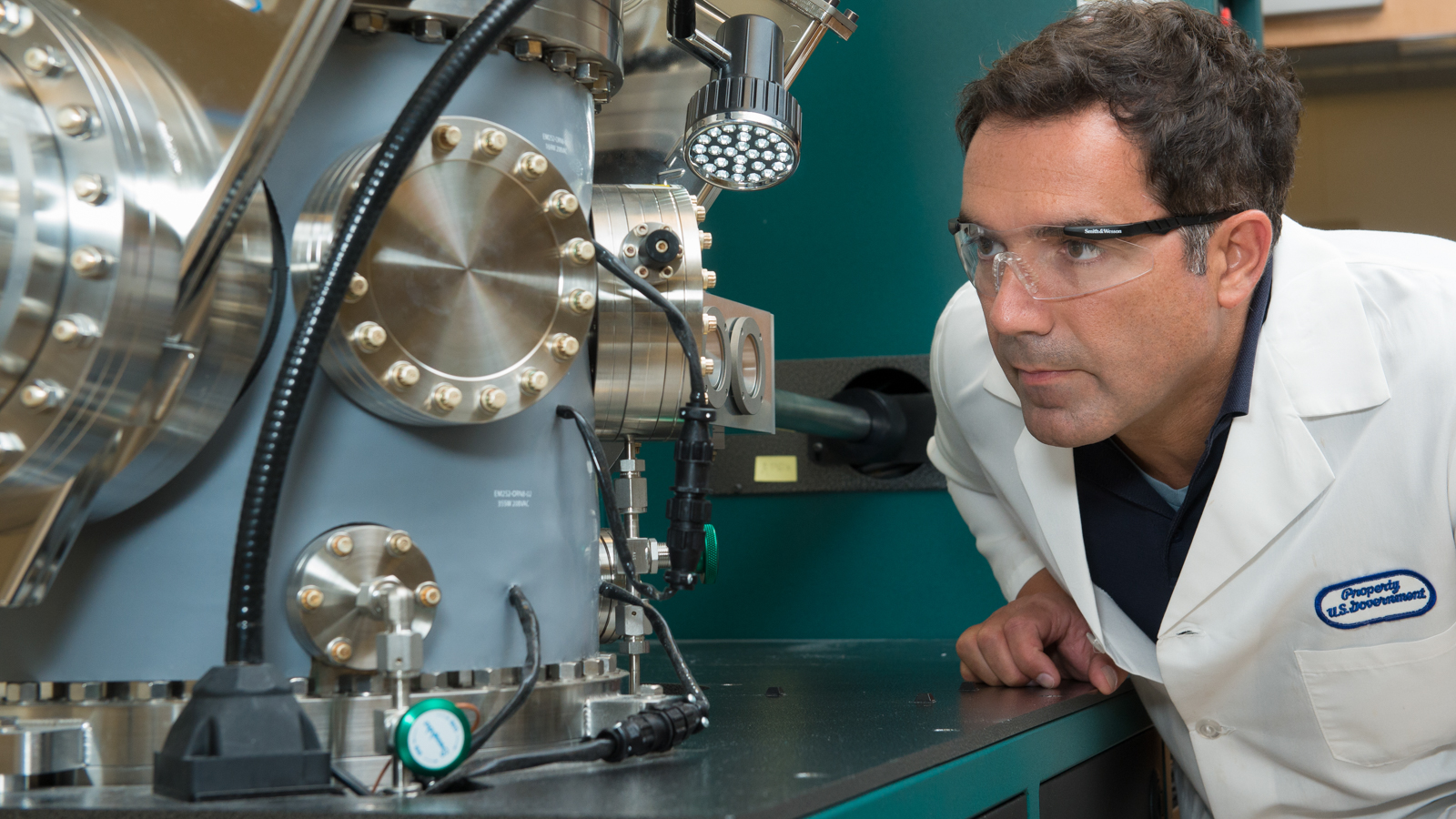 Argonne materials scientist Vojislav Stamenkovic probes the structure–function relationship of new electrocatalysts being developed for polymer electrolyte fuel cells using an ultrahigh-vacuum technique.