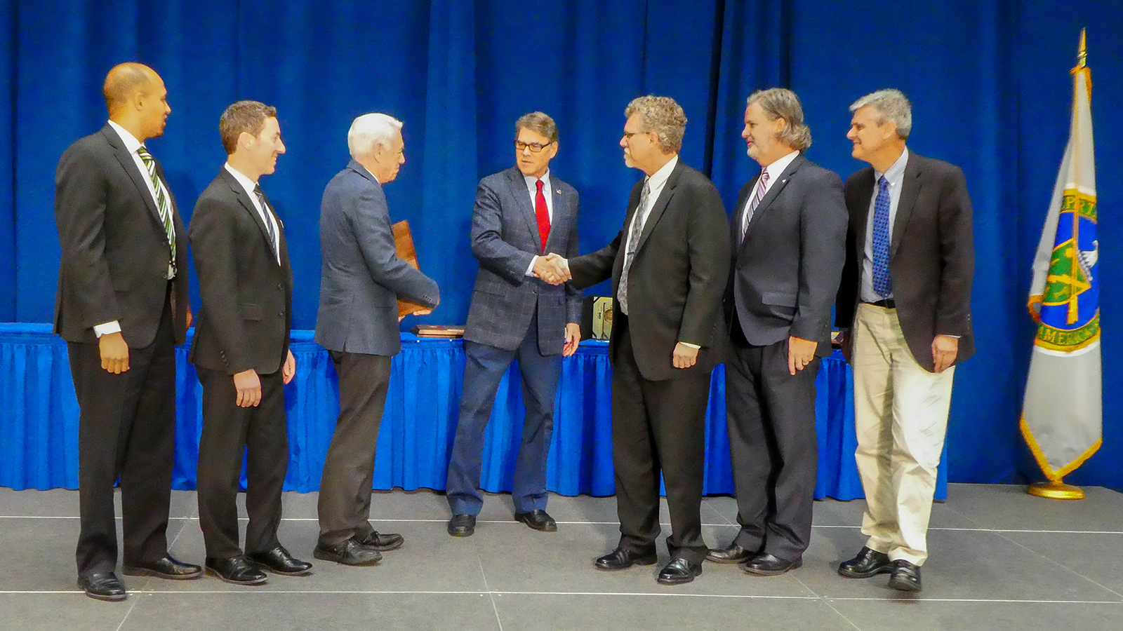 U.S. Secretary of Energy Rick Perry congratulates members of the Scientific and Operational Leadership team for the Joint Center for Energy Storage Research (JCESR) on the award.