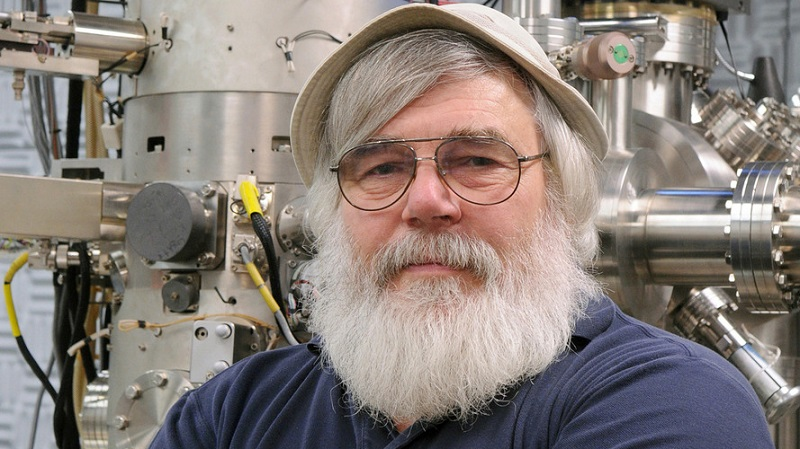 Argonne senior scientist Nestor J. Zaluzec