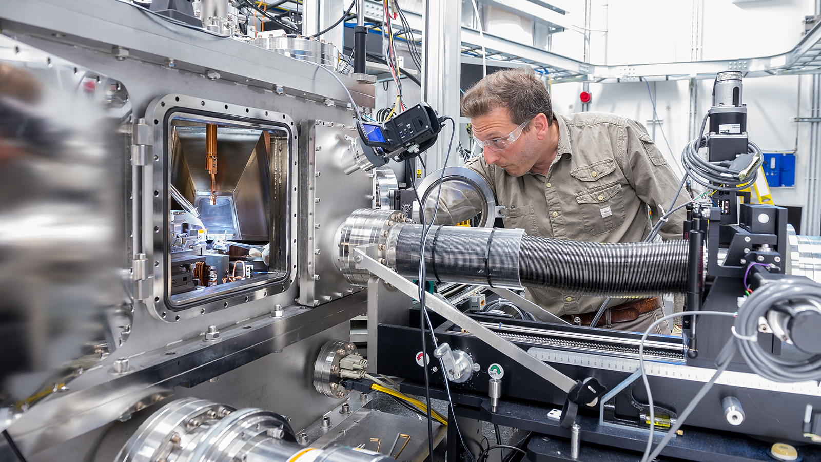 Argonne nanoscientist Martin Holt took X-ray images of the acoustic wave through the use of the Hard X-ray Nanoprobe at the Center for Nanoscale Materials and Advanced Photon Source, both U.S. Department of Energy user facilities at Argonne National Laboratory.