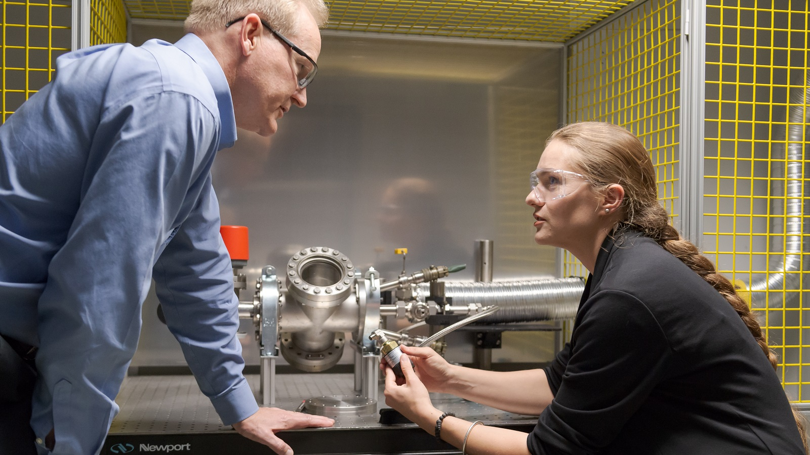 Cohort 2 innovator Veronika Stelmakh, CEO and co-founder of Mesodyne, works with Doug Longman, manager of Engine Combustion Research at Argonne. (Image by Argonne National Laboratory.)