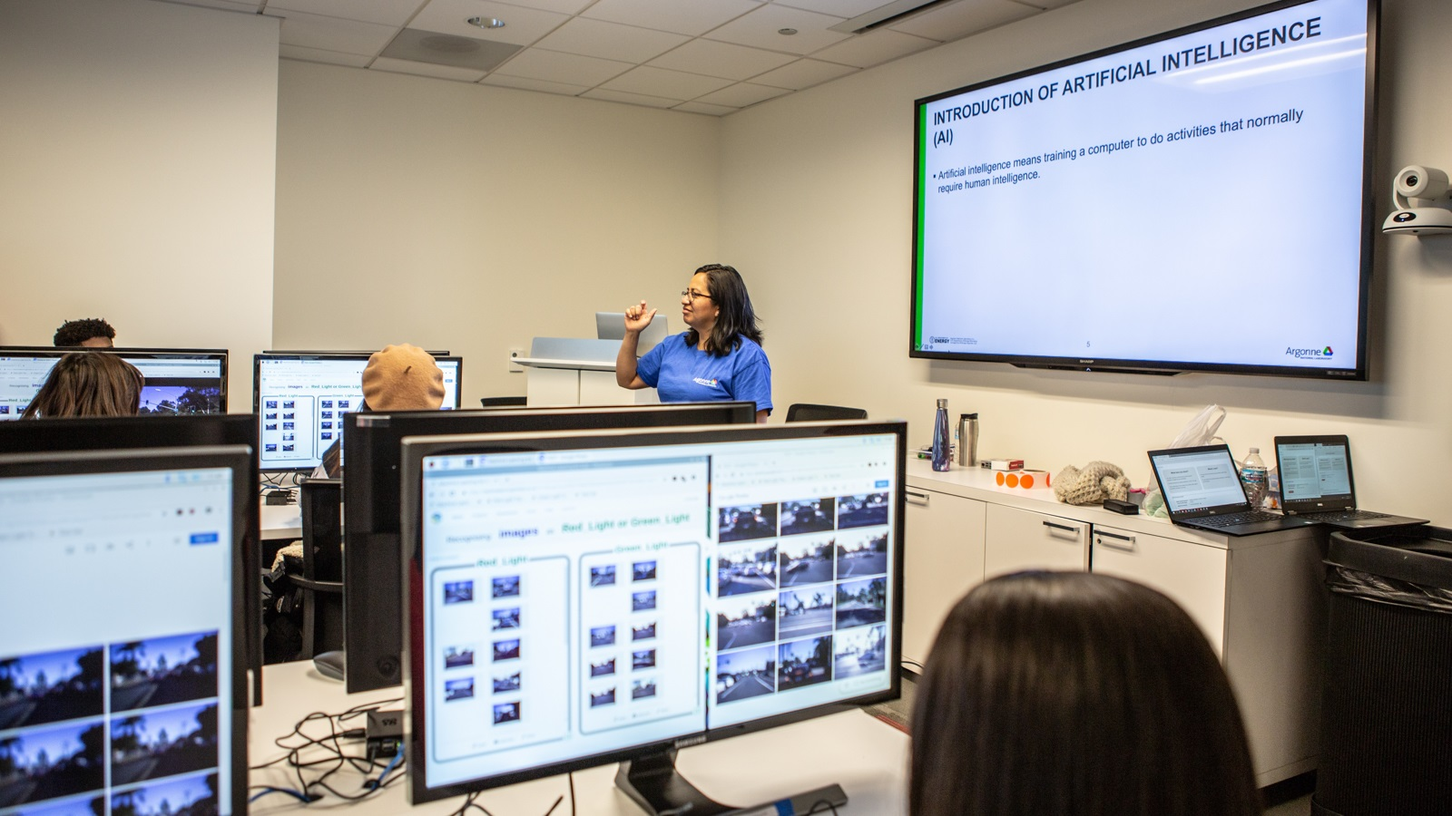 Azucena Rodriguez, Argonne Learning Lab Instructor, leads a classroom of Kenwood Academy high school students on how to teach IBM Watson to determine the difference between a red and green light. (Image by Argonne National Laboratory.)