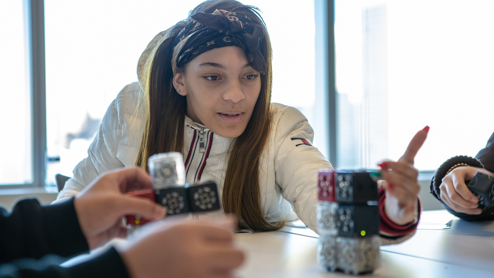 A Kenwood Academy student creaes a robot to solve a computational thinking challenge. (Image by Argonne National Laboratory.)