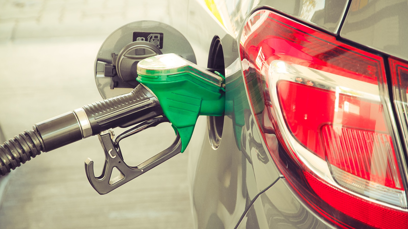 Using more biofuels and engines that handle them could potentially cut emissions and water use within three decades, according to a new Argonne-led study. (Image by Shutterstock / fewerton.)
