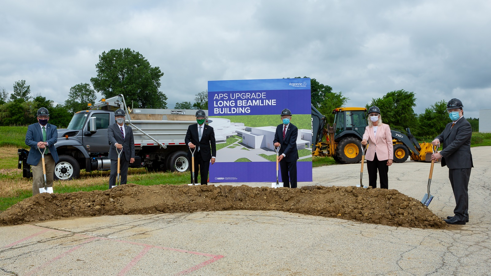 DOE Under Secretary for Science Paul Dabbar, third from left, joined leaders from Argonne, UChicago and the Department of Energy to break ground on the Long Beamline Building, part of the upgrade to the APS. (Image by  Seth Hammond / Argonne National Laboratory.)