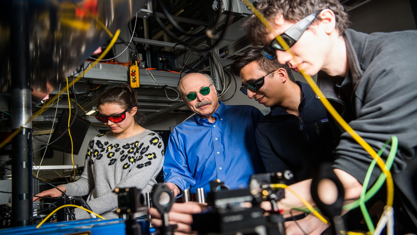 David Awschalom, physicist at UChicago and Argonne National Laboratory, reviews data from a quantum information experiment with graduate students in his lab. (Image by UChicago.)