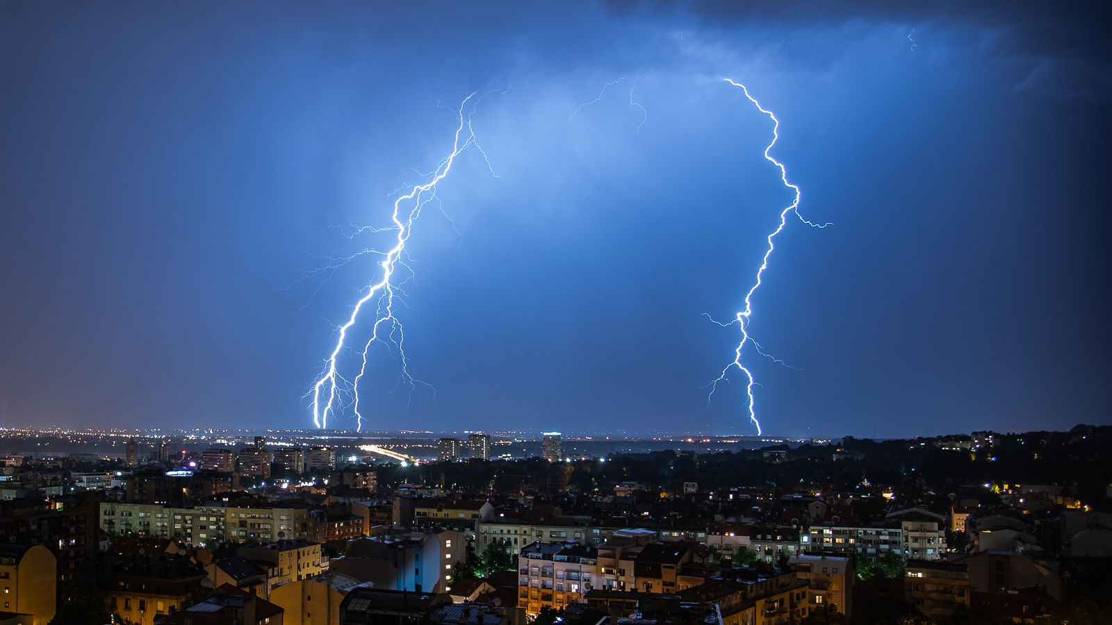 Lightning strike (Image by Shutterstock / eCore Art.)
