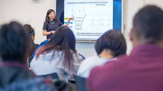 Lei Cheng, Argonne assistant chemist, presents to Chicago-area students. Cheng received the 40 Under 40 Award from Midwest Energy News in September. (Image by Argonne National Laboratory.)