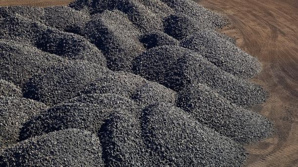 Manganese rich ore rock (Image by Shutterstock/Sunshine Seeds.)