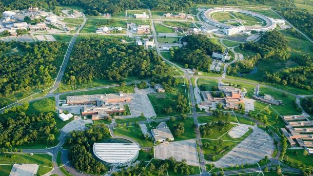 Aerial view of lab and grounds. (Image by Argonne National Laboratory.)